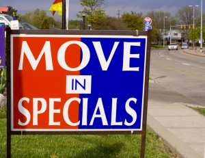 Sign in front of an apartment advertising a move in special
