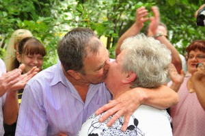 Couple kissing on their 50th wedding anniversary